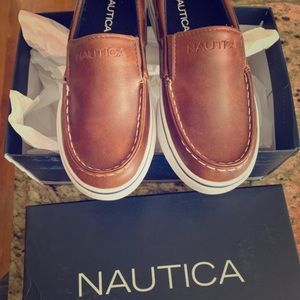Boys size 1 Nautica loafers